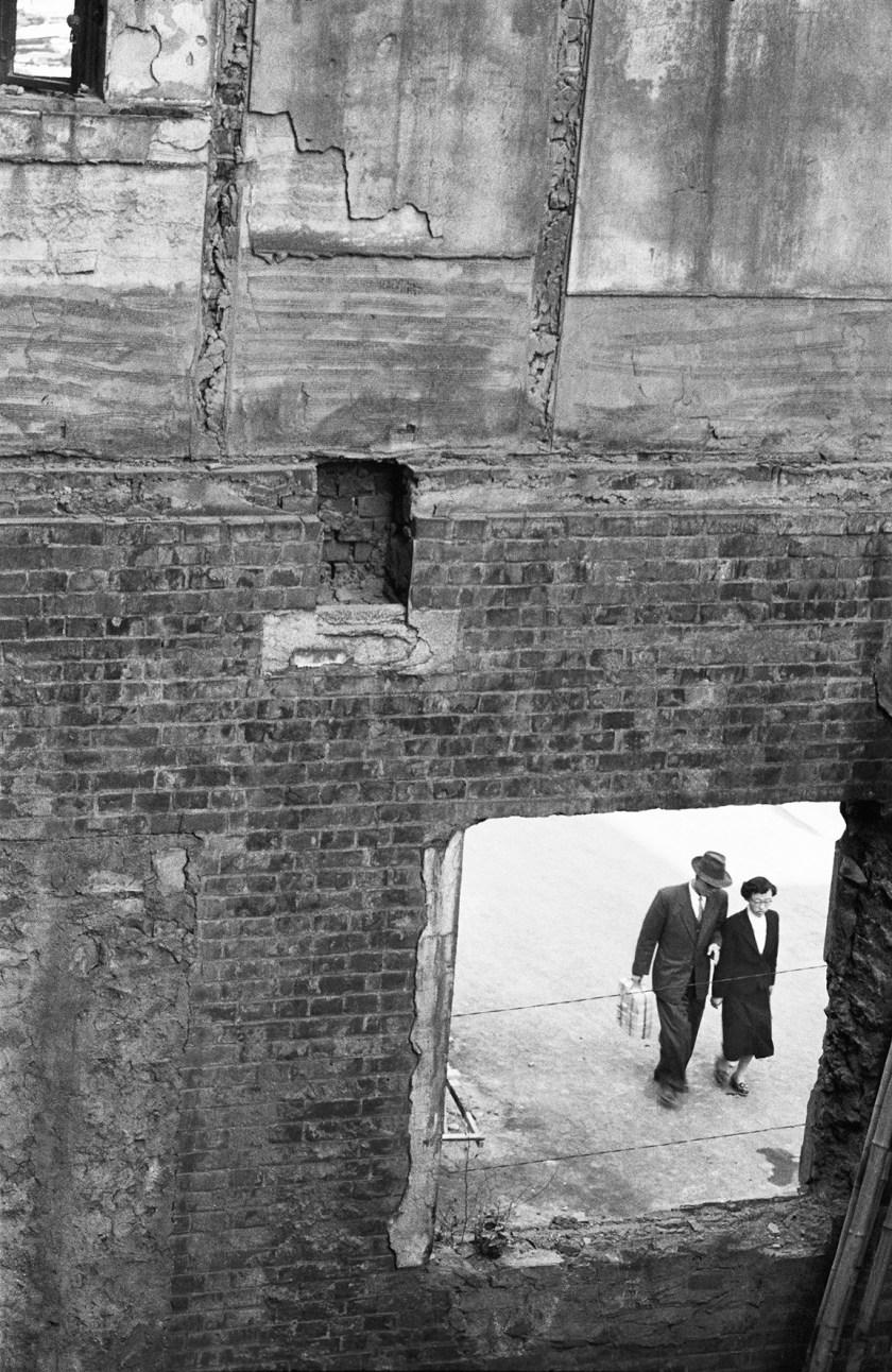 Couple walking through Meongdong in Seoul, Korea during 1956. (Han Youngsoo Foundation)