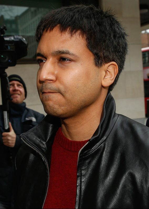 Navinder Singh Sarao, a British trader charged over his role in the 2010 U.S. flash crash, center, arrives at Westminster Magistrates' Court for his extradition hearing in London, U.K., on Wednesday, March 23, 2016. Sarao, the trader accused of making $40 million by fooling markets and contributing to the 2010 Flash Crash, lost an extradition hearing in a London court. Photographer: Luke MacGregor/Bloomberg *** Local Caption *** Navinder Singh Sarao