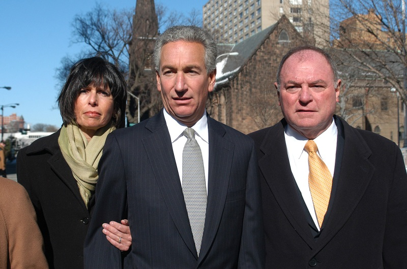 Charles B. Kushner is flanked by his wife, Seryl Beth, left, and his attorney Alfred DeCotiis as he arrives at the Newark Federal Court for sentencing. March 4, 2005. (Marko Georgiev/AP Photo)