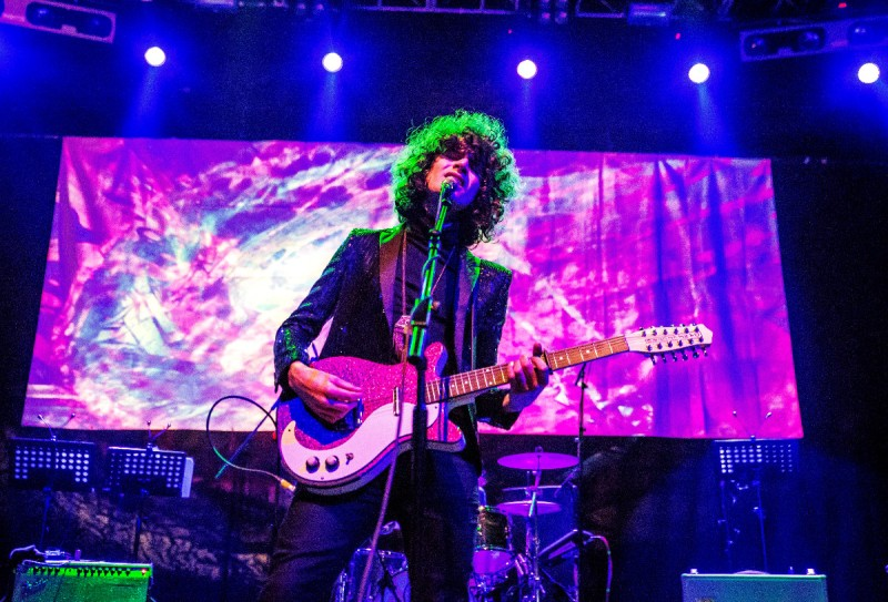James Bagshaw of English rock band Temples playing a Danelectro DC59 12 string electric guitar (Simon Sarin/Redferns)