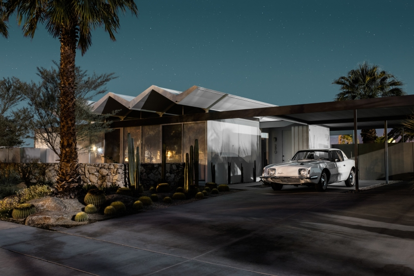Designed by Donald Wexler in 1962; with a 1963 Studebaker Avanti in the driveway. (Midnight Modern by Tom Blachford, published by powerHouse Books)