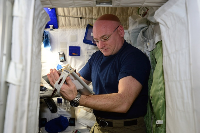 NASA Astronaut Scott Kelly performs the Fine Motor Skills Test as part of his One-Year Mission. This task tests Kelly's ability to use his fine motor skills - pointing, dragging, shape tracing, and pinch-rotate – on an Apple iPad after extended time in space. (NASA)