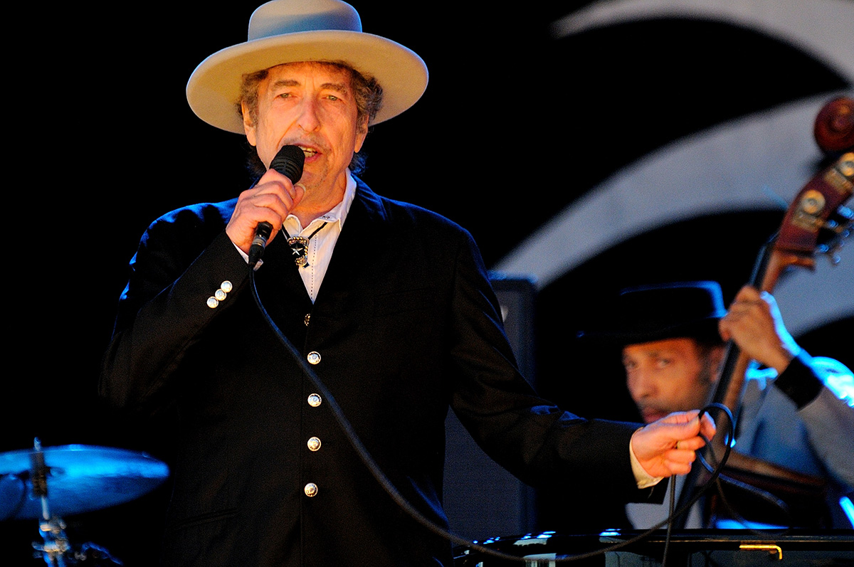 Bob Dylan Will Finally Accept His Nobel Prize for Literature