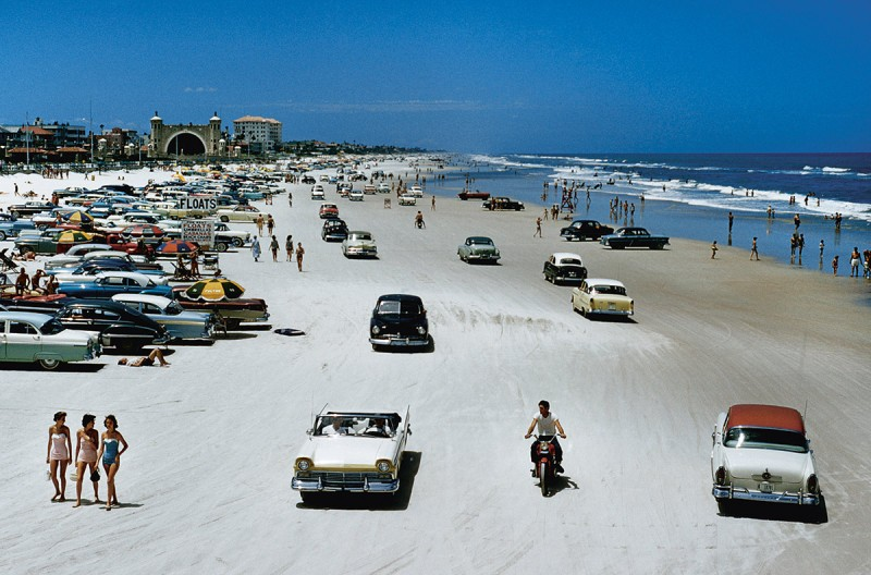 Traffic congestion on Daytona Beach, Florida, 1957 (J. Baylor Roberts/National Geographic/Getty Images)