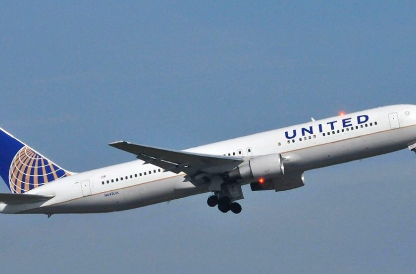 United Airlines Gets Pulverized on Twitter for Banning Girls Wearing Leggings