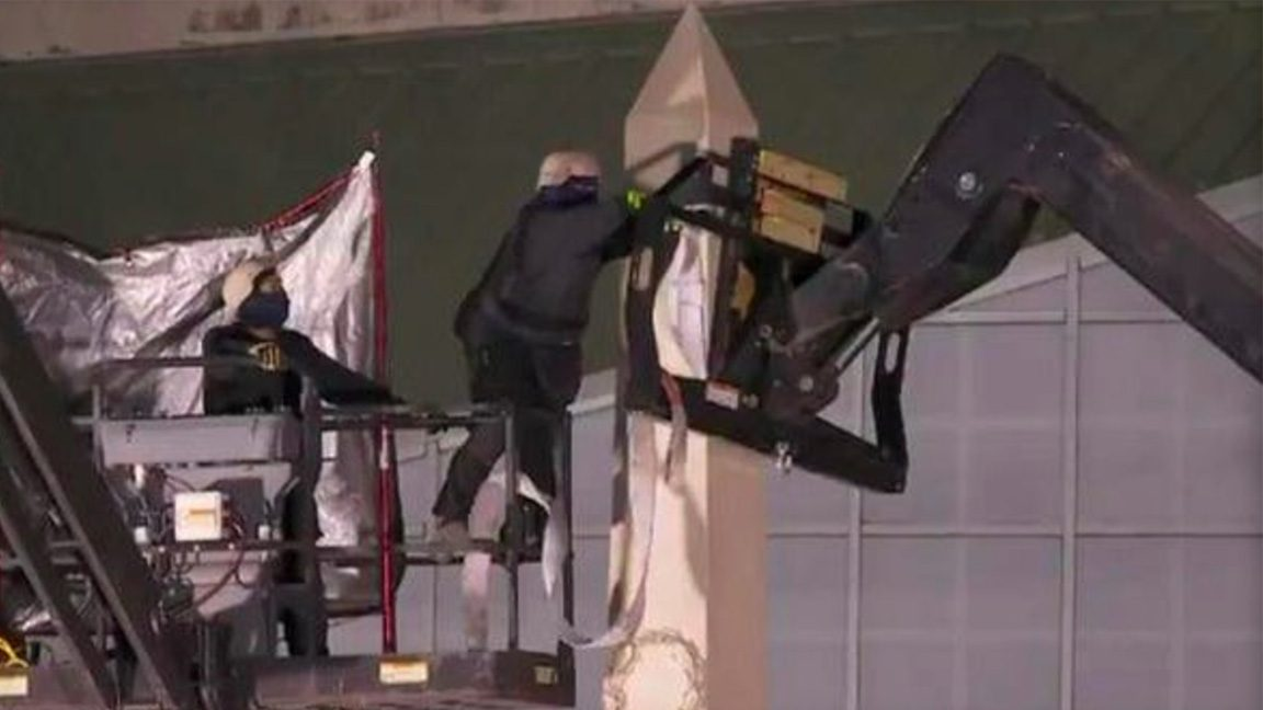 New Orleans is beginning to remove confederate monuments from around the city. (CBS News/Twitter)
