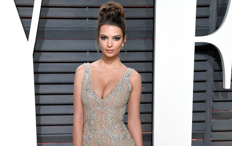 BEVERLY HILLS, CA - FEBRUARY 26: Emily Ratajkowski arrives for the Vanity Fair Oscar Party hosted by Graydon Carter at the Wallis Annenberg Center for the Performing Arts on February 26, 2017 in Beverly Hills, California. (Photo by Karwai Tang/Getty Images)