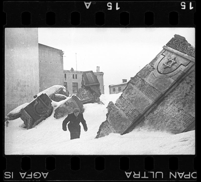 Lodz ghetto: Man walking in winter in the ruins of the synagogue on Wolborska street; destroyed by Germans 1939 (Henryk Ross/Art Gallery of Ontario)