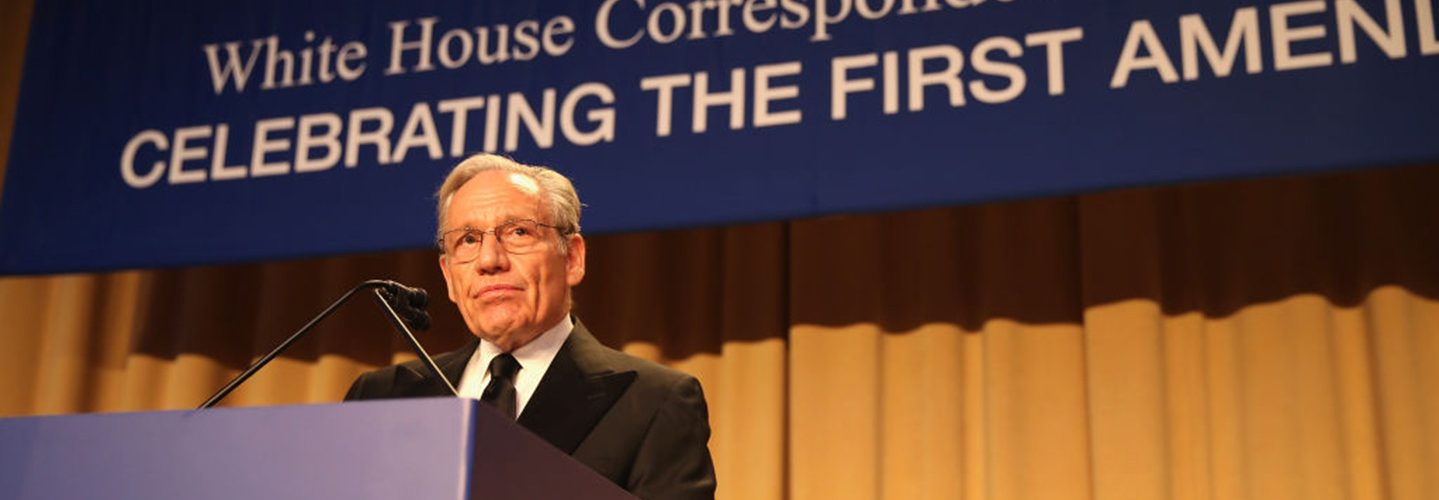 Famed investigative journalist Bob Woodward speaks to a crowd of reporters at the 2017 White House Correspondents' Dinner about the importance of free speech and pursuing truth. (Getty)