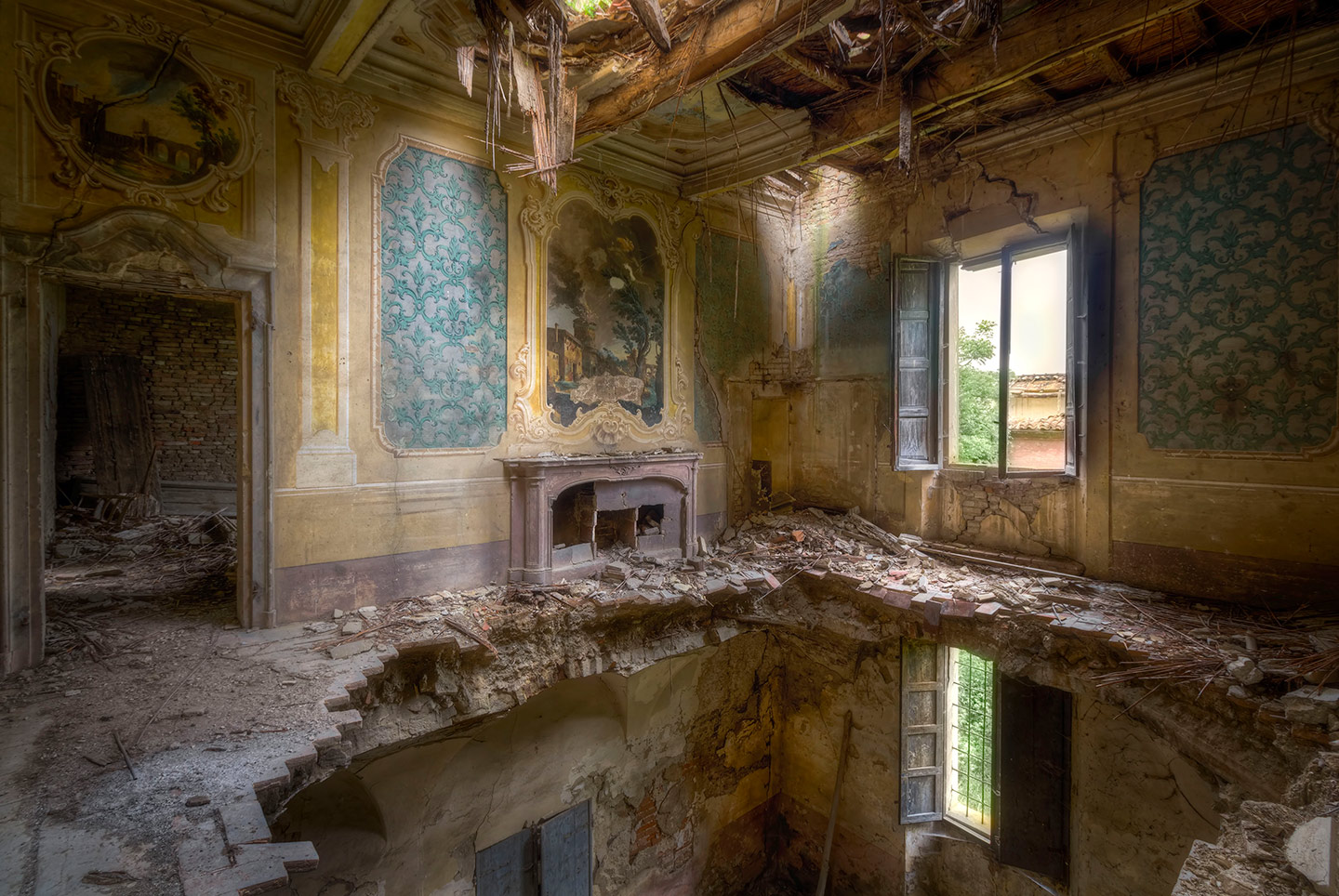 Abandoned Building Photos in Italy