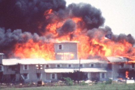 Smoking fire consumes the Branch Davidian Compound during the FBI assault. (Photo by Greg Smith/Corbis via Getty Images.)