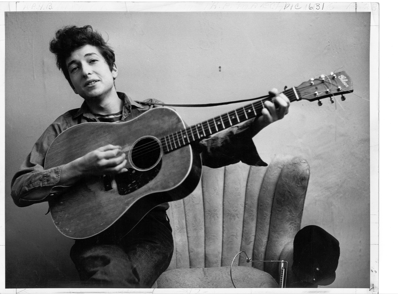 Bob Dylan poses for a portrait with his Gibson Acoustic guitar in September 1961 in New York City, New York. (Photo by Michael Ochs Archives/Getty Images)