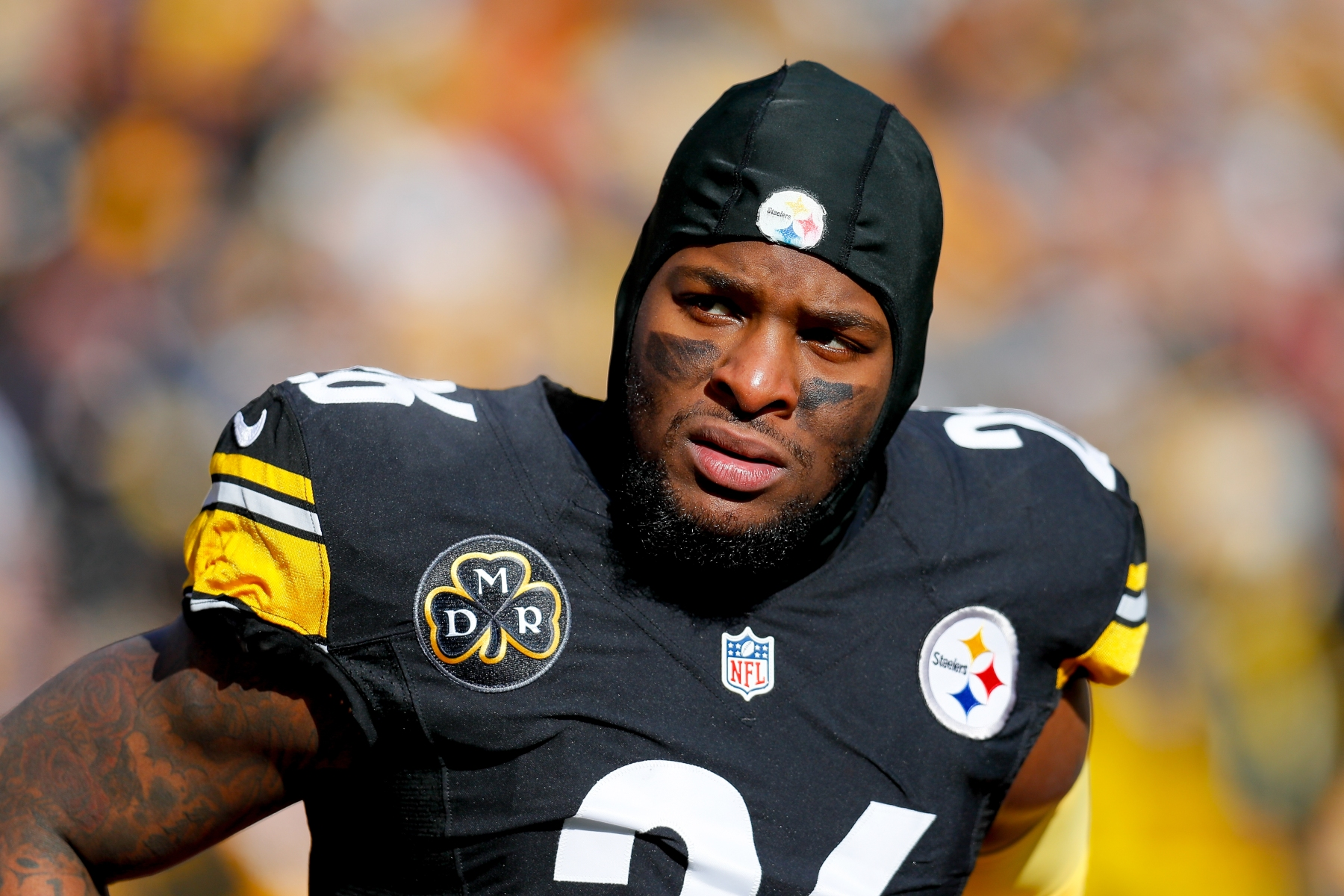 Le'Veon Bell #26 of the Pittsburgh Steelers looks on against the Jacksonville Jaguars during the first half of the AFC Divisional Playoff game at Heinz Field. (Photo by Kevin C. Cox/Getty Images)