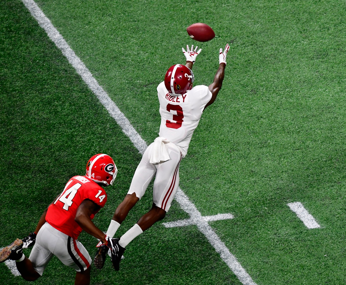 Calvin Ridley #3 of the Alabama Crimson Tide is unable to make a diving catch against the Georgia Bulldogs in the CFP National Championship presented by AT&T at Mercedes-Benz Stadium on January 8, 2018 in Atlanta, Georgia. (Photo by Scott Cunningham/Getty Images)