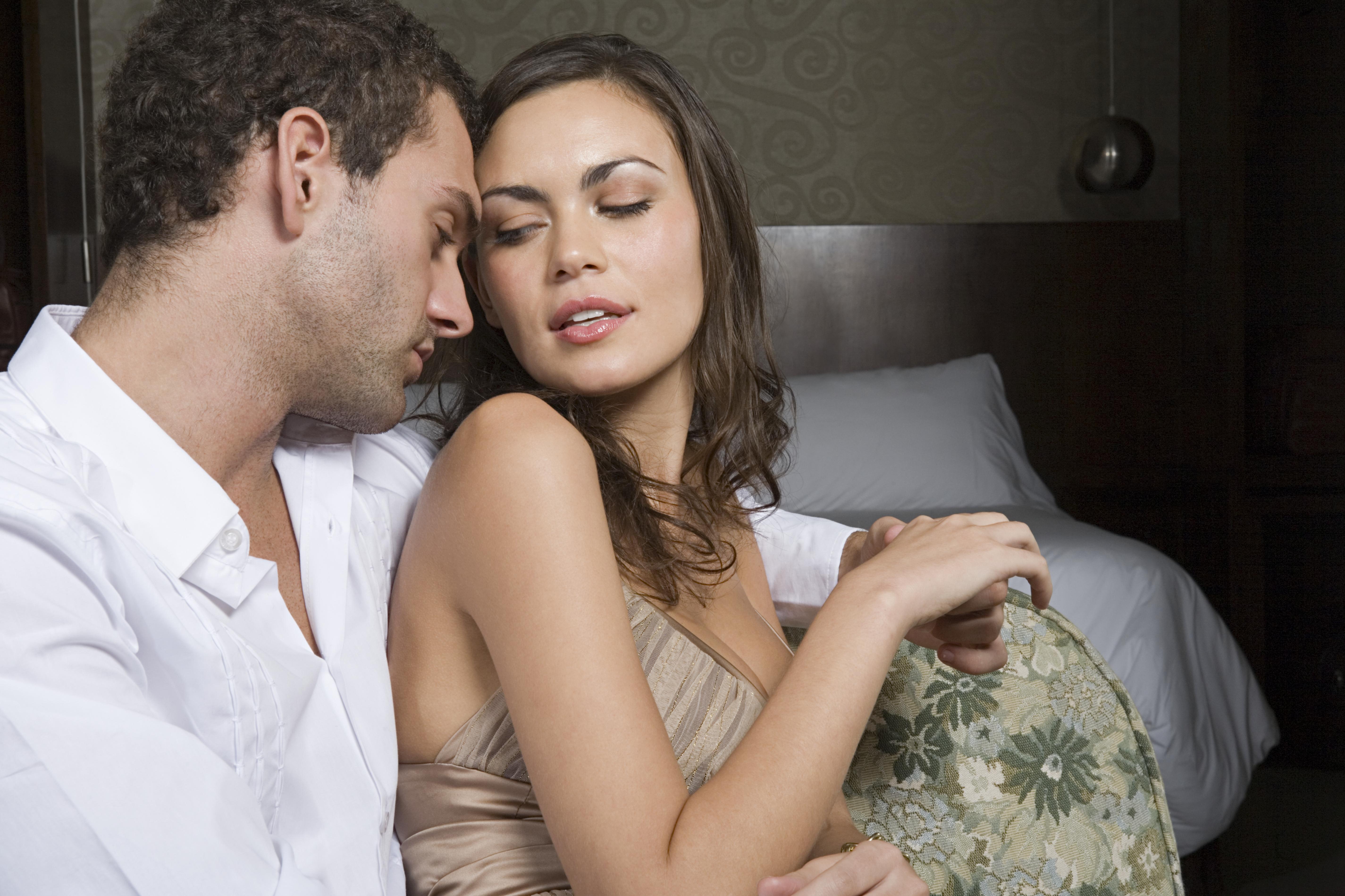 Видео секс женщина изменяет супругу 3