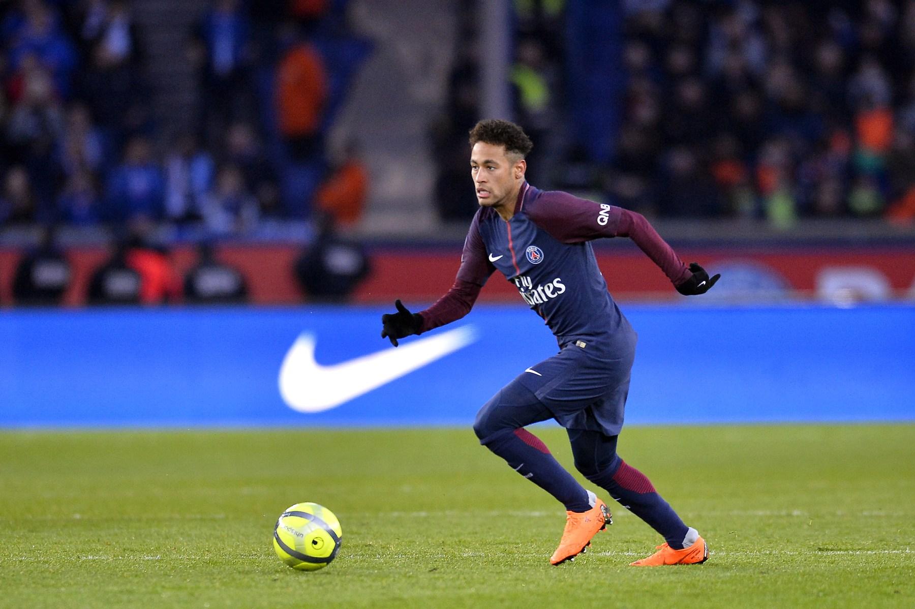 Neymar of Paris Saint-Germain runs with the ball during the Ligue 1 match between Paris saint-Germain and Strasbourg at Parc des Princes on February 17, 2018 in Paris, France.  (Aurelien Meunier/Getty Images)