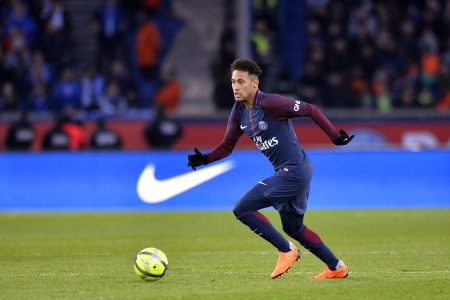 Neymar of Paris Saint-Germain runs with the ball during the Ligue 1 match between Paris saint-Germain and Strasbourg at Parc des Princes on February 17, 2018 in Paris, France.  (Aurelien Meunier/Getty Images)