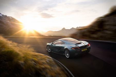 The 2018 McLaren 570GT: Your Everyday Supercar