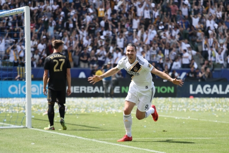 Zlatan Ibrahimovic of Los Angeles Galaxy celebrates after scoring a goal to make it 4-3 during the MLS match between Los Angeles FC and Los Angeles Galaxy  at StubHub Center on March 31, 2018 in Carson, California. (Matthew Ashton - AMA/Getty Images)