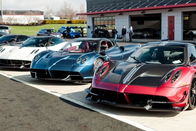 A set of Pagani Huayras (Putnam Leasing)