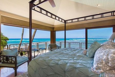 Hawaii beachfront home. (Zillow)