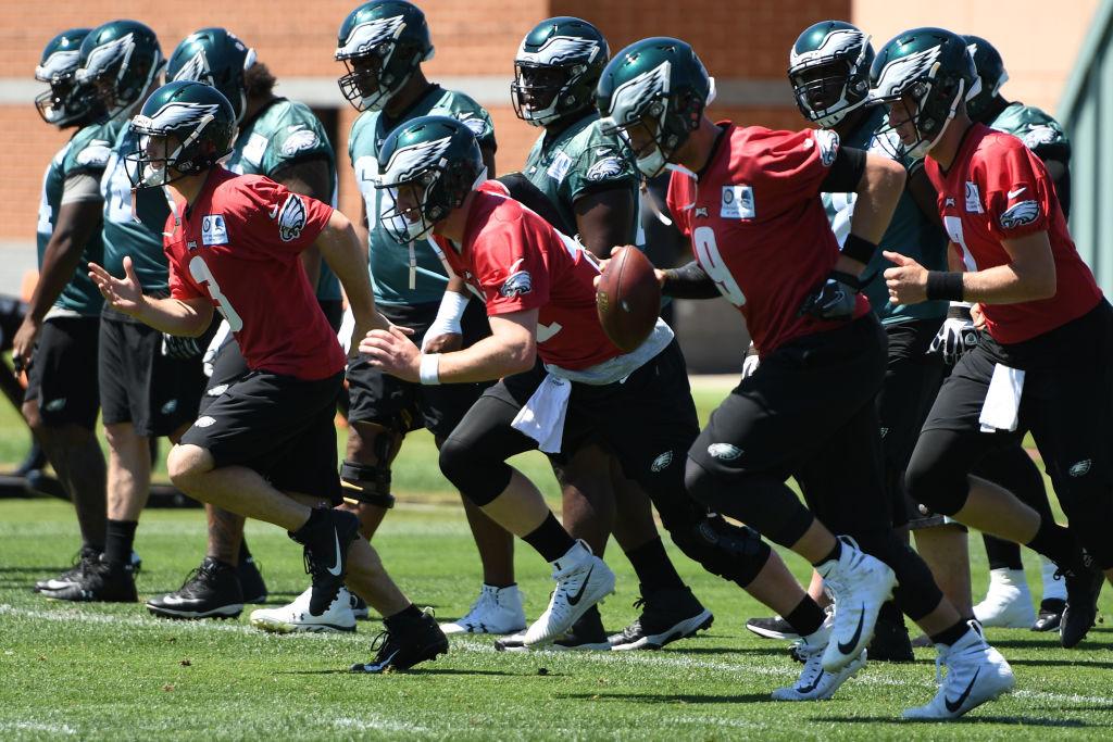 Philadelphia Eagles quarterbacks warm up during Philadelphia Eagles Minicamp.(Photo by Andy Lewis/Icon Sportswire via Getty Images)