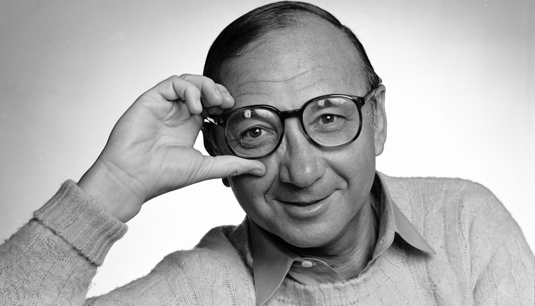 Playwright, screenwriter, author Neil Simon photographed in 1981. (Photo by Jack Mitchell/Getty Images)