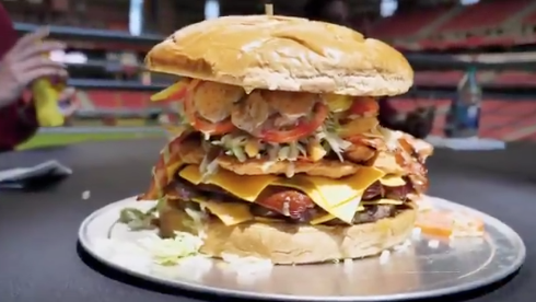 The seven-pound burger from the Gridiron Challenge. (Arizona Cardinals/Twitter)