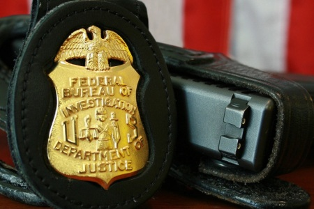 FBI badge and sidearm. (Photo: Wikimedia)