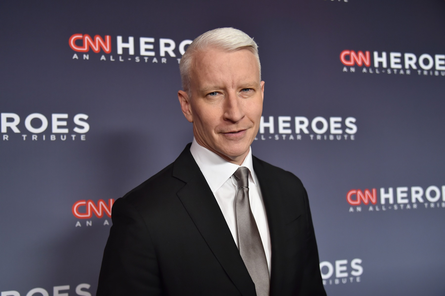 Anderson Cooper attends CNN Heroes 2017 at the American Museum of Natural History on December 17, 2017 in New York City. 27437_015  (Photo by Kevin Mazur/Getty Images for CNN)