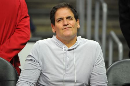 LOS ANGELES, CA - NOVEMBER 01:  Mark Cuban attends a basketball game between the Los Angeles Clippers and the Dallas Maverics at Staples Center on November 1, 2017 in Los Angeles, California.  (Photo by Allen Berezovsky/Getty Images)