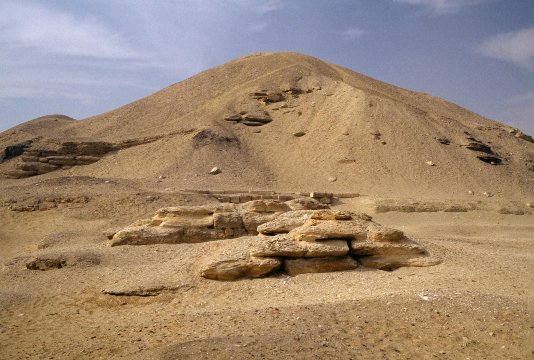 Pyramid of Amenemhet I, el-Lisht, Egypt. Egyptian civilisation, Middle Kingdom, Dynasty XII. (Photo by DeAgostini/Getty Images)