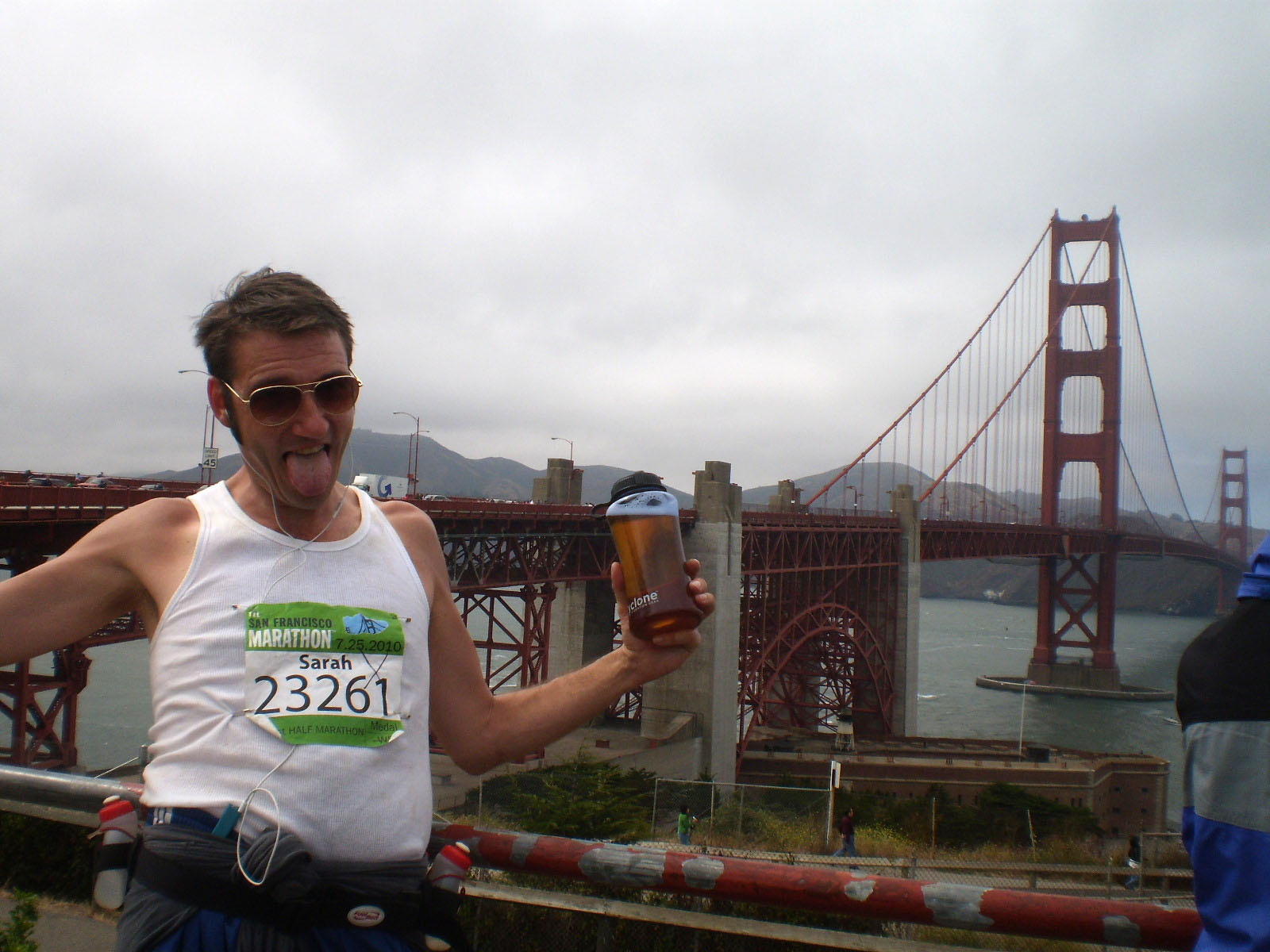 Drunken half marathon runner Joe Kukura approaching the Golden Gate Bridge during the San Francisco Half Marathon where he consumed 13 beers in 13.1 miles on July 31, 2010 in San Francisco, California. The beer mile has recently become a pursuit for serious runners. (Photo by Barcroft USA / Getty Images)