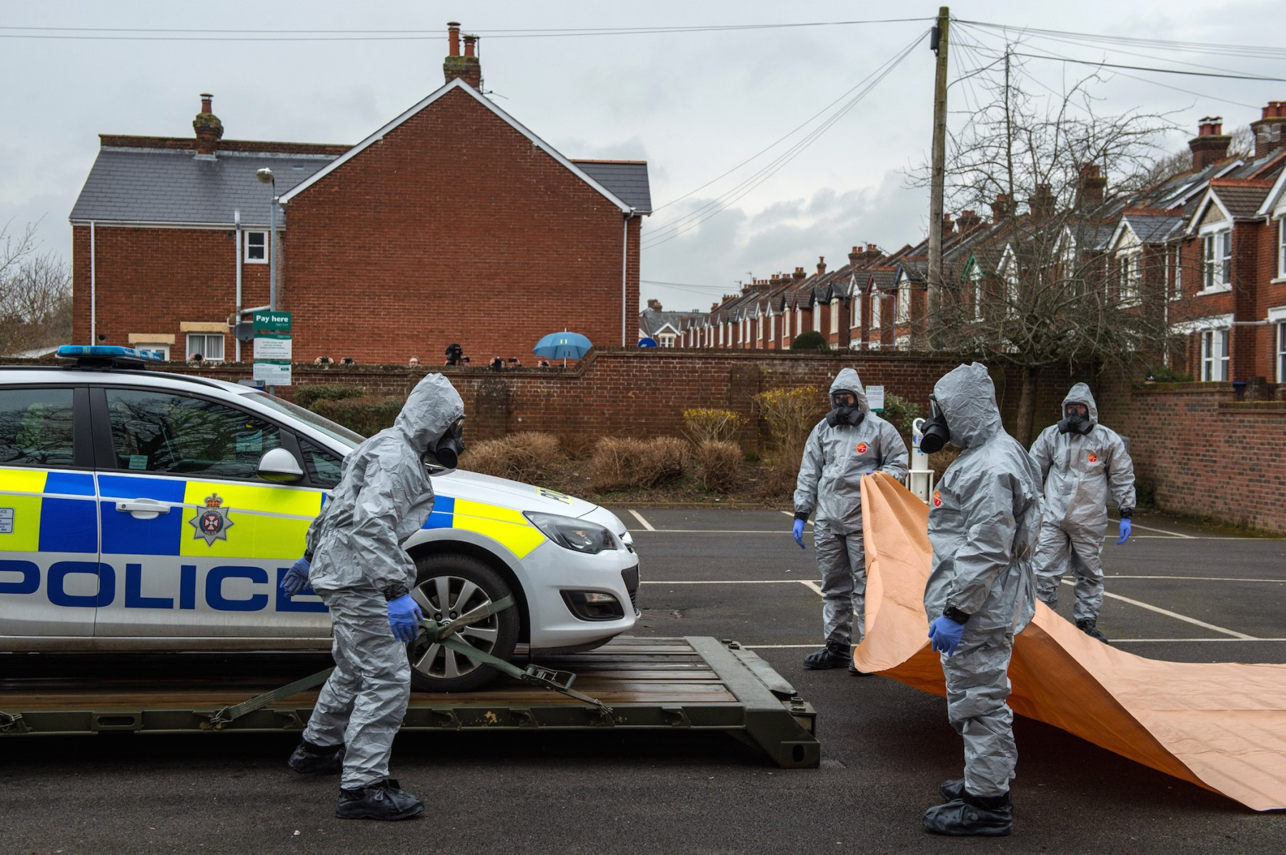 Military personnel wearing protective suits remove a police car and other vehicles from a public park park as they continue investigations into the poisoning of Sergei Skripal on March 11, 2018 in Salisbury, England. One of the men accused of the poisoning has been revealed to be Alexander Mishkin, reportedly a trained Russian military doctor. (Photo by Chris J Ratcliffe/Getty Images)
