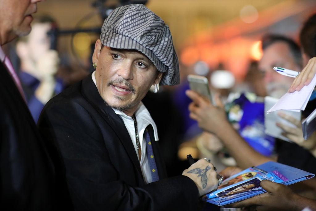 ZURICH, SWITZERLAND - OCTOBER 05: Johnny Depp writes autographs as he attends the 'Richard Says Goodbye' premiere during the 14th Zurich Film Festival at Festival Centre on October 05, 2018 in Zurich, Switzerland. (Getty Images)