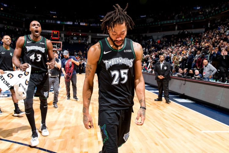 more photos b5350 575ba Derrick Rose Fights Back Tears After Dropping 50 in ...