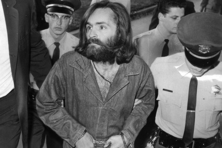 Charles Manson is escorted to court for preliminary hearing on December 3, 1969 in Los Angeles, California.  (Photo by John Malmin/Los Angeles Times via Getty Images)
