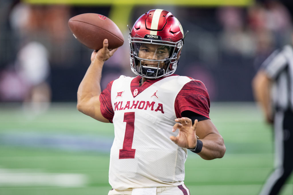 ARLINGTON, TX - DECEMBER 01: Oklahoma Sooners quarterback Kyler Murray (#1) warms up during the Big 12 Championship game between the Oklahoma Sooners and the Texas Longhorns on December 1, 2018 at AT&T Stadium in Arlington, Texas.  (Photo by Matthew Visinsky/Icon Sportswire via Getty Images)