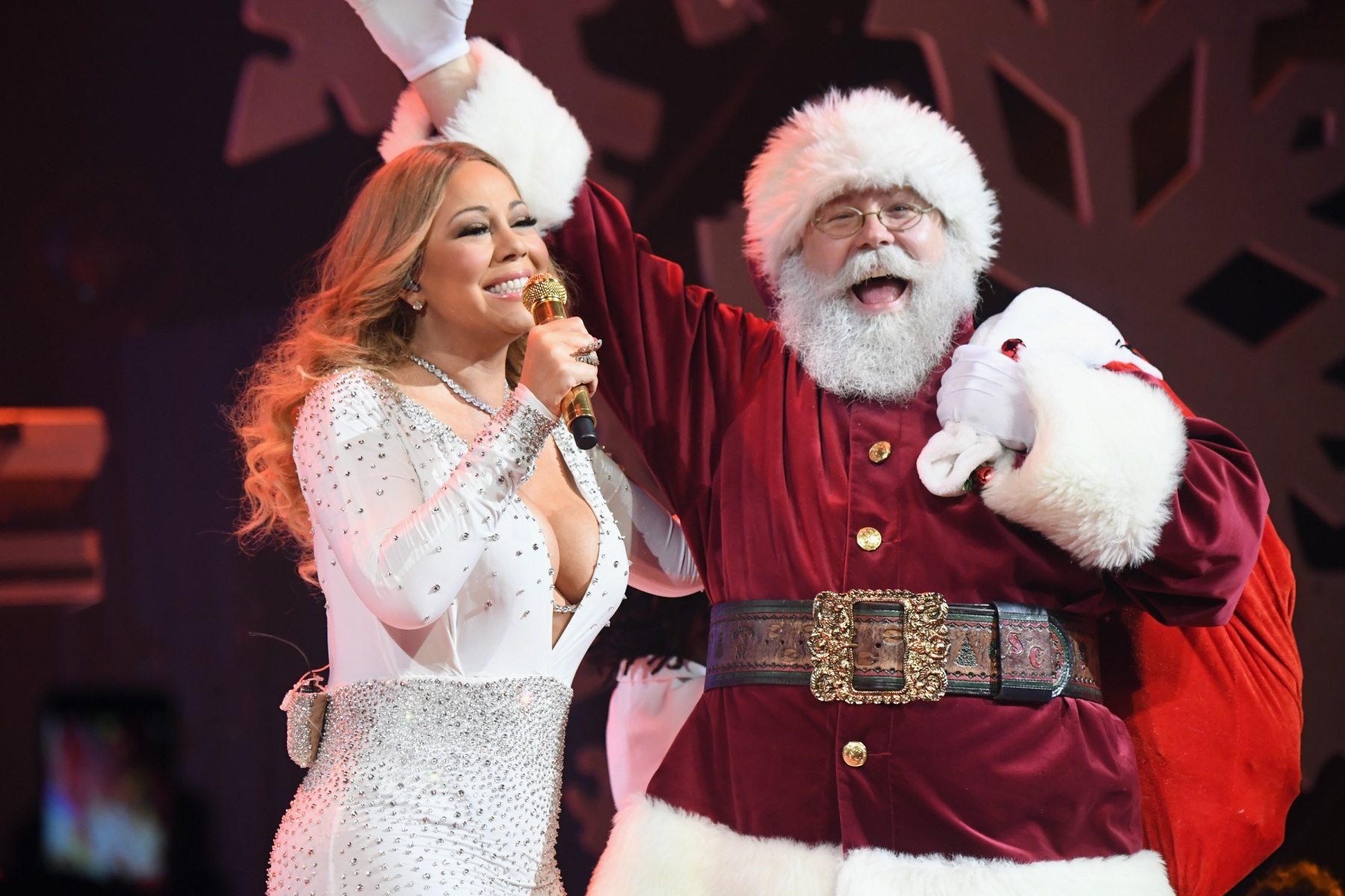 Mariah Carey Christmas.The Insane Amount Gifted To Mariah Carey And The Pogues