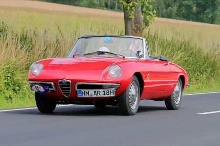 (GERMANY OUT) Alfa Romeo Spider Duetto 1966 - gesehen bei Oldtimer ADAC Rundfahrt Niedersachsen Classic in Bad Pyrmont (Photo by Rust/ullstein bild via Getty Images)