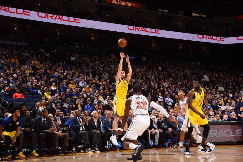 OAKLAND, CA - JANUARY 8: Klay Thompson #11 of the Golden State Warriors shoots the ball against the New York Knicks on January 8, 2019 at ORACLE Arena in Oakland, California.  (Photo by Noah Graham/NBAE via Getty Images)