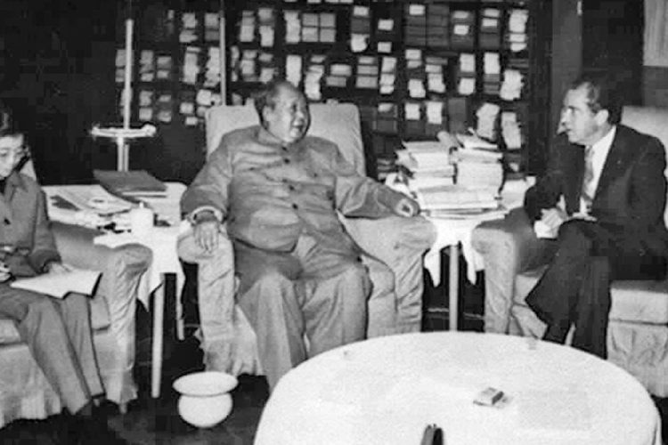 Chairman Mao Zedong and US President Richard Nixon met for talks on Feb.21, 1972. (Sovfoto/UIG via Getty Images)
