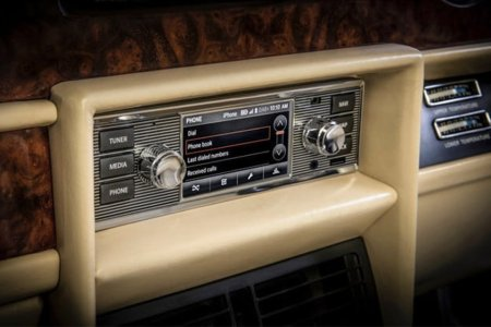 Jaguar Land Rover Is Now Putting Modern Infotainment Systems in Classic Cars