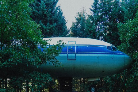 How to Turn a 727/School Bus Into a Dream Home