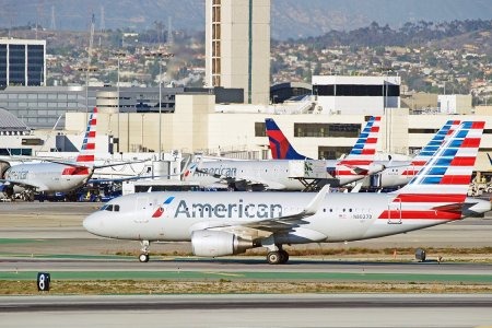 Apparently American Airlines Doesn't Have Enough Pilots for the Holidays