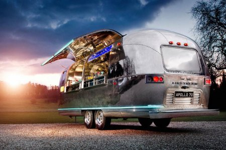 Someone Get This Airstream Bar-for-Hire Its Nobel Prize Already