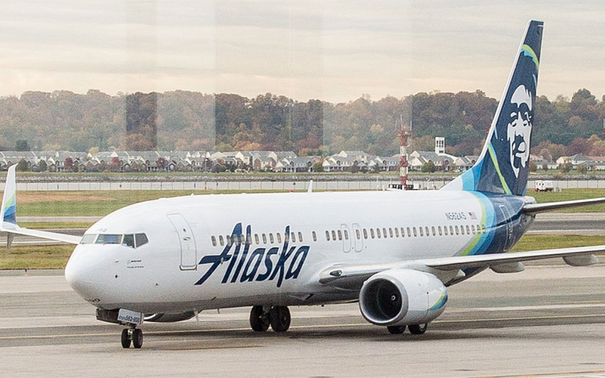 Alaska Airlines Just Completed America's First Biofuel Flight