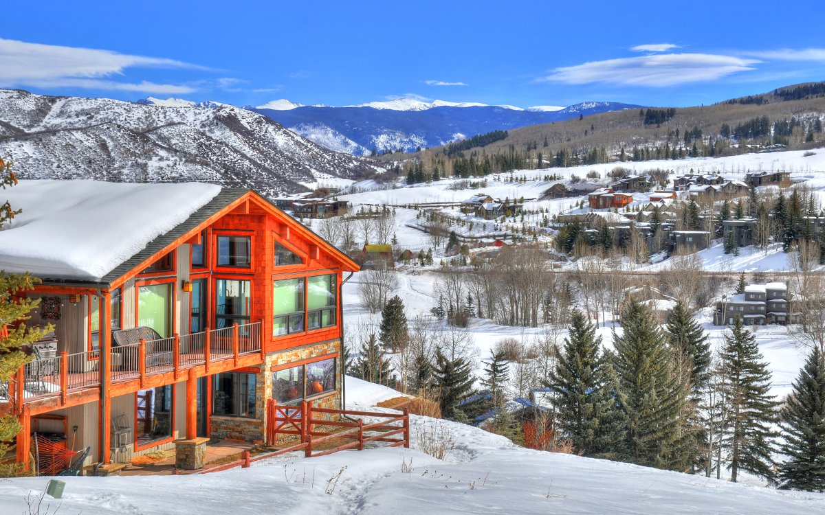 Where to Eat, Drink and Shred Waist-Deep Pow in Aspen This Weekend