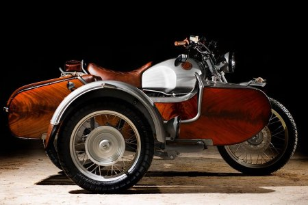 This BMW's Sidecar Smells of Leather and Rich Mahogany