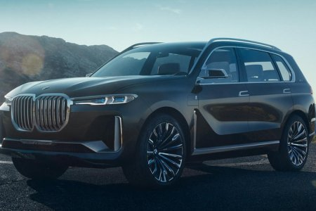 Twitter Is Being Mean to BMW's New 7-Seat SUV